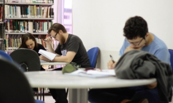 Primeiro semestre letivo de 2017 da universidade terá atividades até metade de julho - Foto: Jonas Pôrto