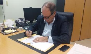 Reitor da universidade, Marcus Tomasi, assinou edital com novos valores nesta segunda - Foto: Divulgação