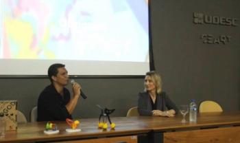 O designer Ricardo Bezerra esteve em 2016 na Udesc Ceart, ministrando palestra para estudantes de Design. Foto: Divulgação