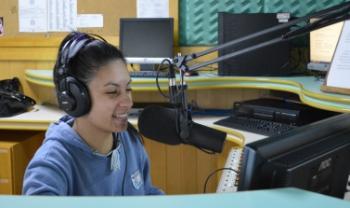 Emissora transmite informações sobre a universidade e também tem programação musical - Foto: Divulgação