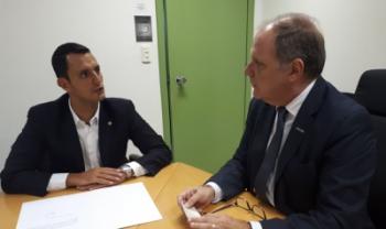 Reitor da Udesc, Marcus Tomasi, recebeu doação do deputado João Amin nesta quinta - Foto: Secom Udesc