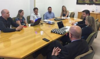 Representantes da Udesc se reuniram com técnicos da Unisinos para conhecer ferramenta - Foto: Divulgação