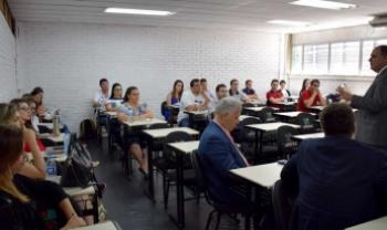 Reitor palestrou na abertura do curso - Foto: Divulg.