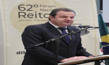 Aldo Bona, reitor da Unicentro e presidente da Abruem