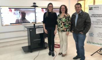 Acadêmica Mariane Wolf apresentou trabalho nesta segunda em Pinhalzinho