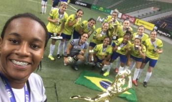 Luíza Jesus já tem história vitoriosa no esporte, como título de melhor goleira de fut-7 do mundo - Foto: Div.