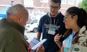 Estudantes de Economia da Udesc orientam população