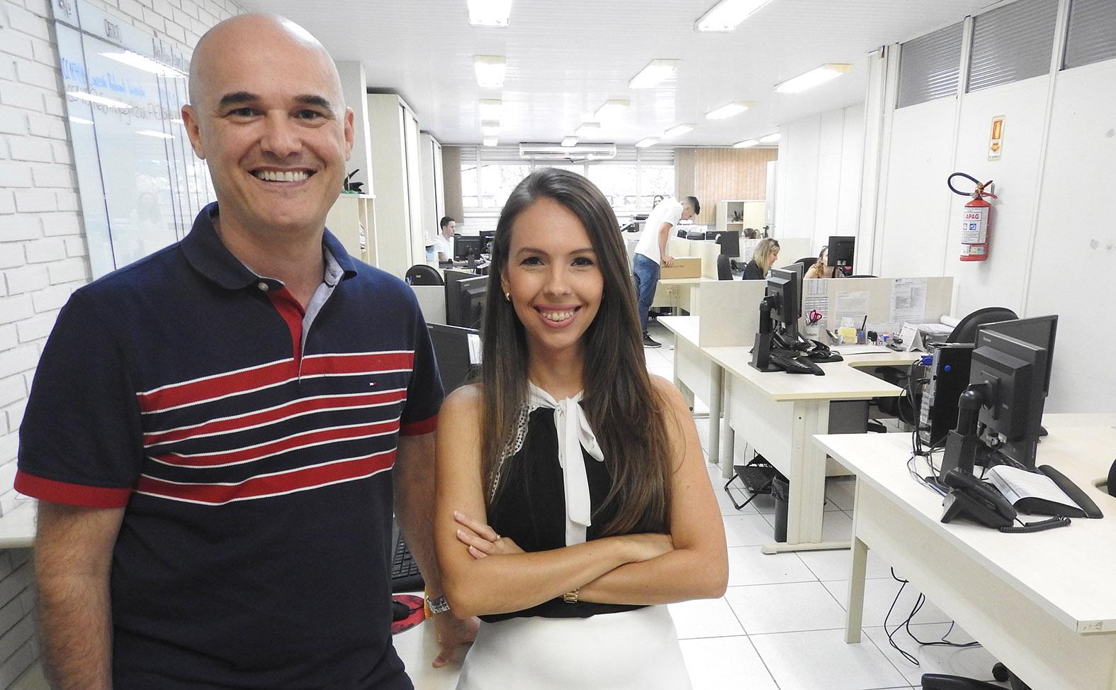 Técnicos Marcelo Souza e Camila Luca atuaram na negociação com empresas - Foto: Gustavo Cabral Vaz