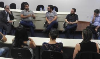 Comissão externa, com três professores (ao centro), avaliou Udesc com conceito