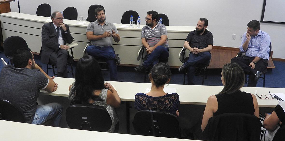 """Comissão externa, com três professores (ao centro), avaliou Udesc com conceito """"Excelente"""" - Foto: Secom Udesc"""