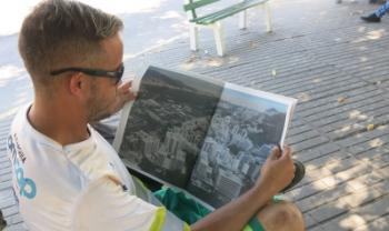 Distribuição do Jornal do Itacorubi realizad por alunos do Observatório Móvel - foto: Observatório móvel