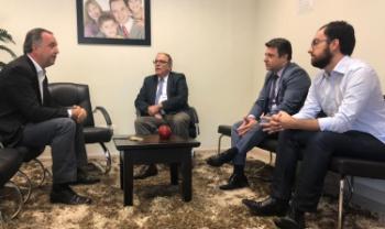 Kennedy Nunes (à esquerda) foi um dos deputados visitados pelos gestores da Udesc. Foto: divulgação