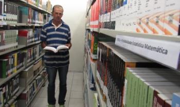Nilson estudou durante quatro meses na Biblioteca da Udesc Ibirama para vestibular - Foto: Rafael Schafer