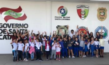 Crianças visitaram a Secretaria de Segurança Pública como parte do projeto Feirinha de Inovação e Empreendedorismo Mirim - foto: divulgação
