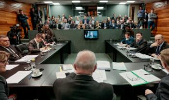 Pró-reitores e servidores da Udesc participaram da reunião da Comissão de Finanças e Tributação.