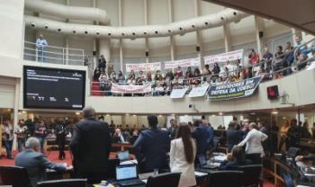Servidores e alunos da Udesc estiveram presentes em plenário para acompanhar votação do projeto