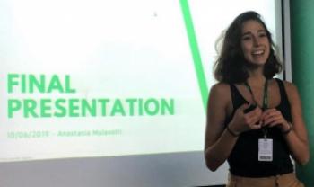 A estudante Anastasia Malavolti, da Univesidade de Jönköping (Suécia), durante o seminário de estágio na Intelbras