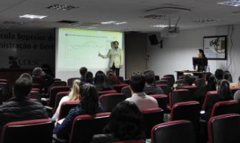 Novos servidores acompanharam apresentações sobre estrutura e funcionamento da universidade