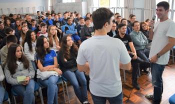 Estudantes Matheus Alban e Lucas de Figueiredo, do curso de Administração Empresarial