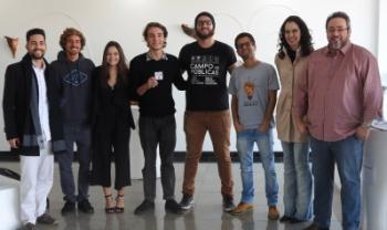 Integrantes da nova diretoria do DCE e da equipe da Proex