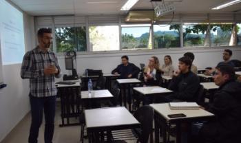 O professor doutor João Frois Caldeira apresentou sua análise sobre o cenário econômico brasileiro entre os anos de 2000 e 2017