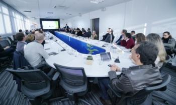 Professor Leonardo Secchi, da Udesc Esag, apresenta ao  governador e secretários propostas para qualificar gestão