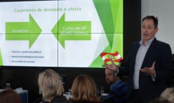Professor Leonardo Secchi apresentou propostas da Udesc ao governador e colegiado