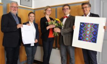 Acácio Piedade (ao centro) recebe premiação junto a autoridades alemãs em coletiva de impresa. Foto: www.eisenach.de