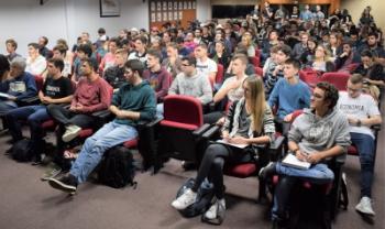 Abertura da Semana de Economia tem auditório lotado
