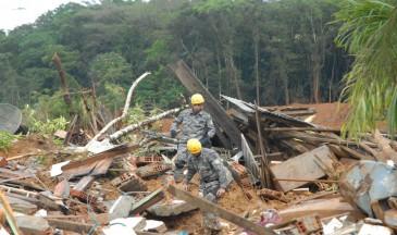 Uma das defesas explora o comportamento de gestores públicos de Santa Catarina frente a riscos e desastres