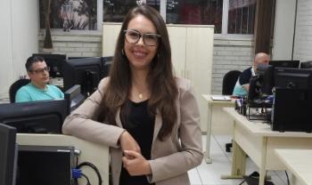 Camila é economista e atua no Setor de Gestão de Contratos