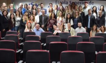 Alunos, ex-alunos, técnicos e professores reunidos