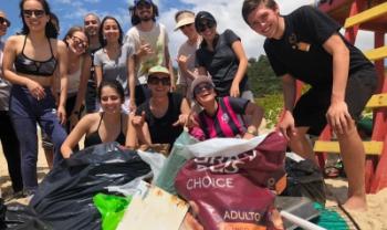 Turma de 22 alunos da 1ª fase do curso recolheu o lixo da areia