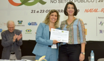 Professora Valkyrie Vieira Fabre teve artigo premiado em evento internacional