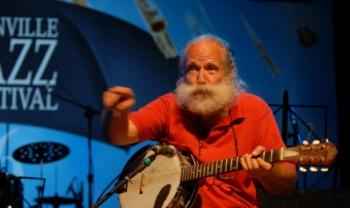 Francisco Eduardo de Souza Pereira é conhecido como Rei do Banjo