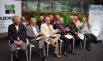 Grupo de 12 egressos da turma original participou de homenagem na Udesc Esag
