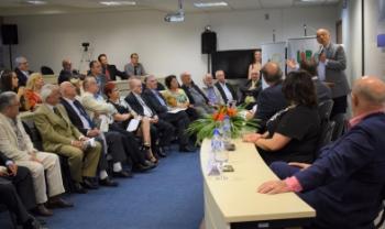 Orador da turma, Esperidião Amin, discursa nos 50 anos da formatura