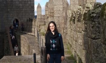 Letícia foi a primeira aluna a apresentar TCC por videoconferência a partir de um país estrangeiro