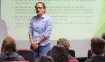 Thaís Niquito é professora do curso de Ciências Econômicas e pesquisadora do Grupo de Economia Aplicada (GEA)