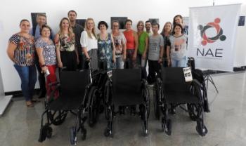Cadeiras de rodas para centros de ensino e Reitoria foram entregues nesta quinta