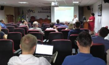 Formação foi ministrada pela professora Julice Dias (Fotos: Fernanda Felizari/ Ascom Udesc Faed)