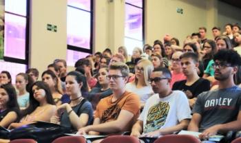 Recepção dos calouros teve música ao vivo, palestra e informações sobre a universidade - Foto: Ana Cristina