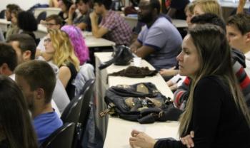 Convivência com colegas estrangeiros é uma das vantagens das turmas com aulas em inglês - Gustavo Cabral/Ascom/Udesc Esag