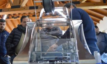 Impressoras 3D da Udesc foram disponibilizadas para  fabricação de respiradores hospitalares.