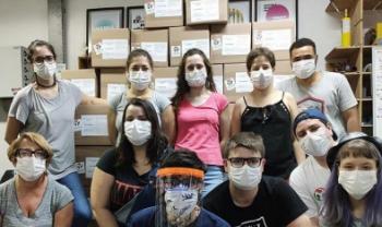 Voluntários do FabLab, de Joinville, já produziram mais de mil face shields