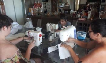 Costureiras confeccionam balaclavas para Hospital Regional de São José - Foto: Div.