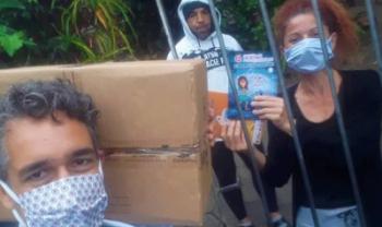 Professor Eduardo Jara entrega livros do Esag Kids à ONG Mais União