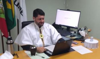 Reitor Dilmar Baretta presidiu cerimônias virtuais, autorizadas em caráter excepcional