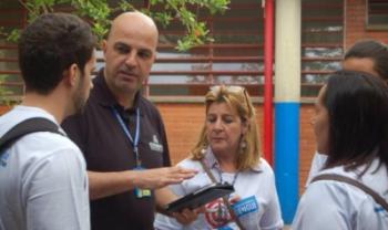 Agentes comunitários de saúde usam o aplicativo em Santana do Parnaíba (SP)