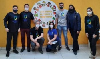 Equipe da Udesc em visita a uma das escolas de Lages que participam do projeto - Foto: Divulgação